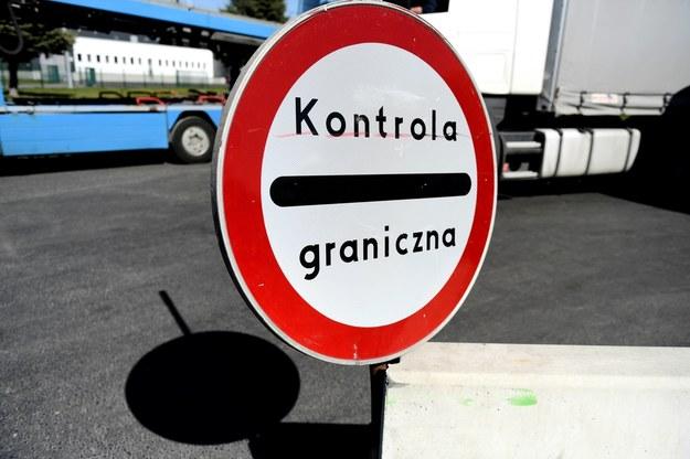 Przejście w Szeginiach. Kilkaset osób czeka wiele godzin, by przekroczyć granicę z Polską