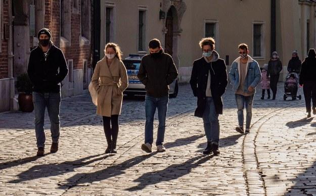 Sondaż: 64 proc. Polaków uważa, że rok 2020 był dla nich zły