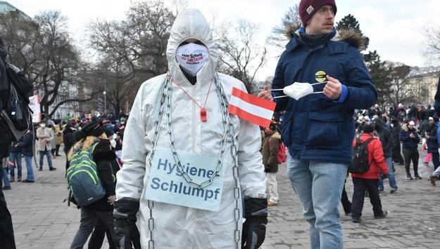 Tysiące osób protestowały w Wiedniu przeciwko restrykcjom