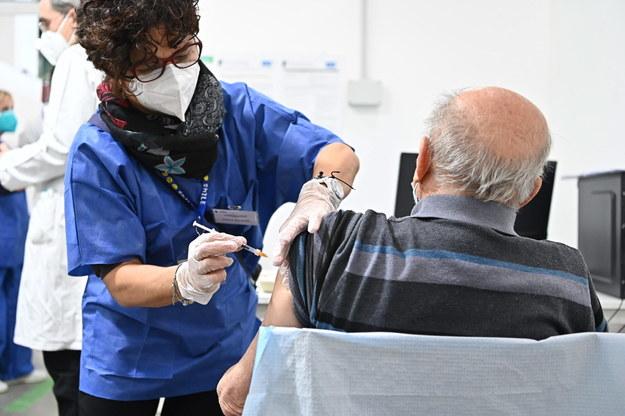 """""""Szczepienia ratują życie"""". CIR i eksperci reagują na stanowisko episkopatu ws. szczepionek"""