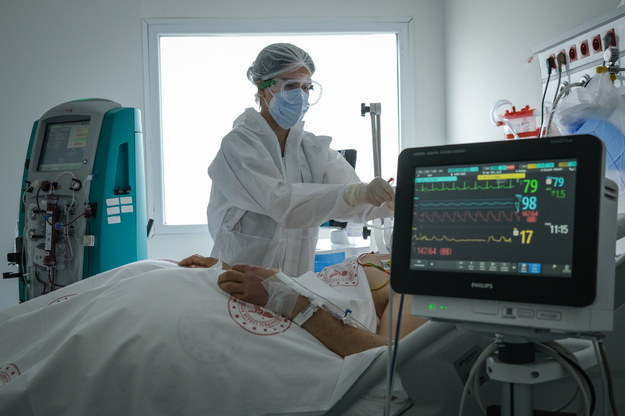 Szpital w Płocku wstrzymuje przyjęcia chorych na Covid-19. Instalacja tlenowa przeciążona