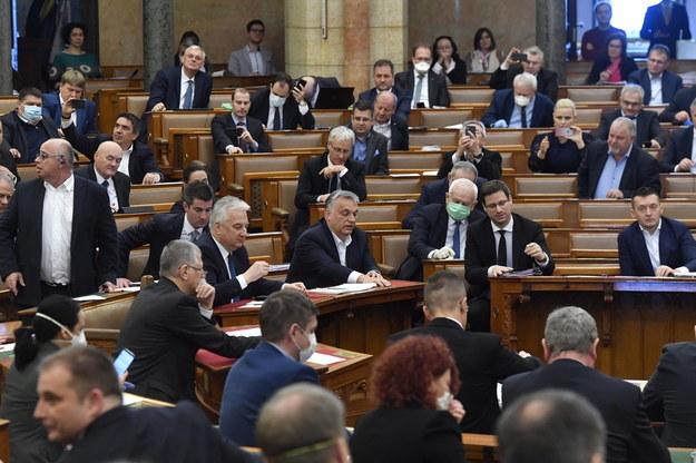 Węgierski parlament jednomyślnie przegłosował ustawę o Funduszu Odbudowy