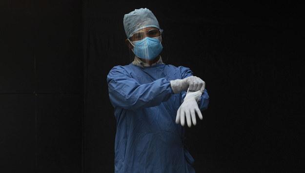 Kwarantanna może zostać wydłużona. Chodzi o osoby zakażone mutacjami koronawirusa