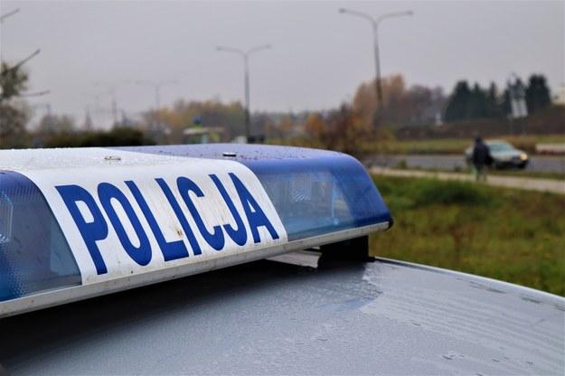 Podczas ucieczki potrącili policjanta. Funkcjonariusze oddali strzały