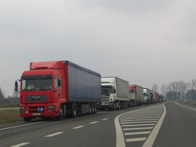 Ogromne kolejki na granicy z Białorusią. Ciężarówki muszą czekać po kilkanaście godzin
