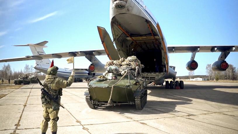 Zdj. z manewrów rosyjskich na Krymie /Russian Defense Ministry Press Service/Associated Press/East New /East News
