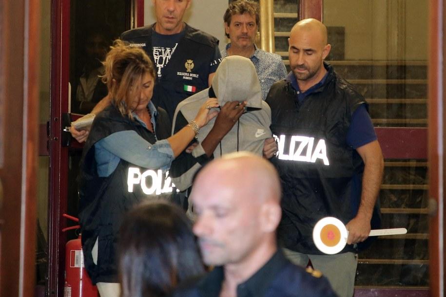 Zdj. z zatrzymania jednego ze sprawców /ANSA/PASQUALE BOVE /PAP