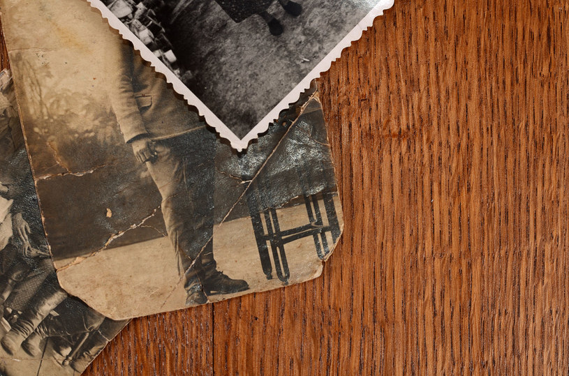 Zdjęcia, dokumenty, listy - budzą w nas wspomnienia, przywołują pamięć o bliskich /123RF/PICSEL