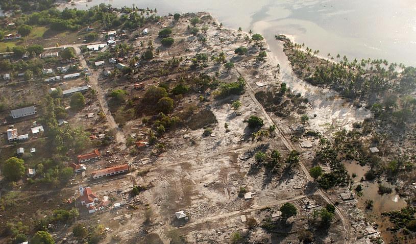 Zdjęcia jednej z wysp archipelagu wysp Tonga po trzęsieniu ziemi w 2009 roku /Pesi FONUA / Matangi Tonga /AFP
