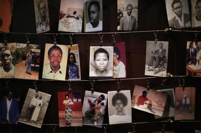 Zdjęcia ofiar ludobójstwa. W Rwandzie zamordowano ponad 800 tys. ludzi /Getty Images