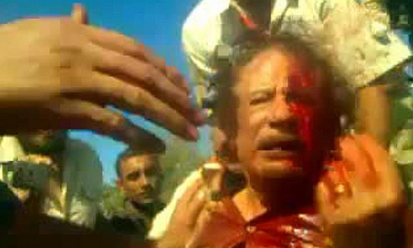 Zdjęcia spływającego krwią byłego przywódcy libijskiego okrążyły świat 20 października 2011 roku /Getty Images/Flash Press Media