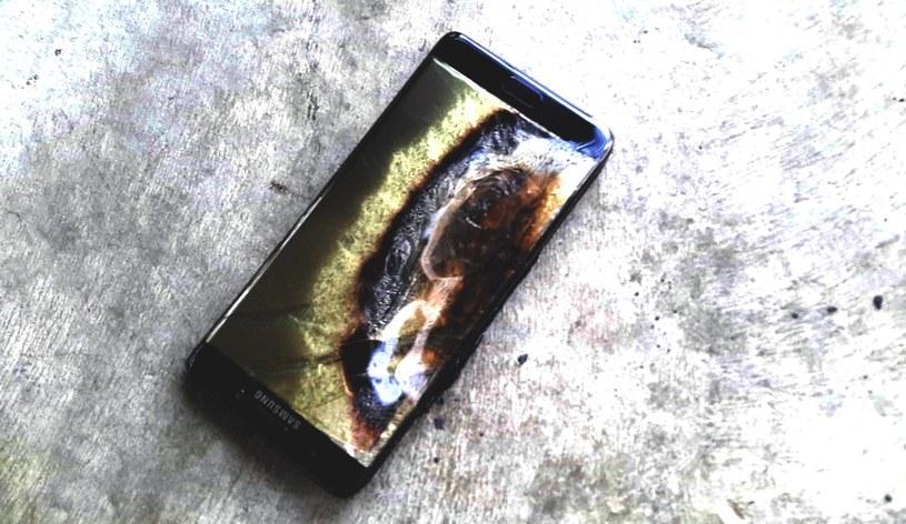Zdjęcia telefonu zostały umieszczone w serwisie  Reddit przez osobę o nicku Crushader, będącym właścicielem feralnego Note'a 7 /Internet