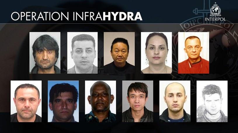 Zdjęcia zatrzymanych przemytników zostały opublikowane przez Interpol /AFP /East News