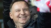 Zdjęcie Andrzeja Dudy i VIP-ów na pokazie gimnastyczek podbija sieć!
