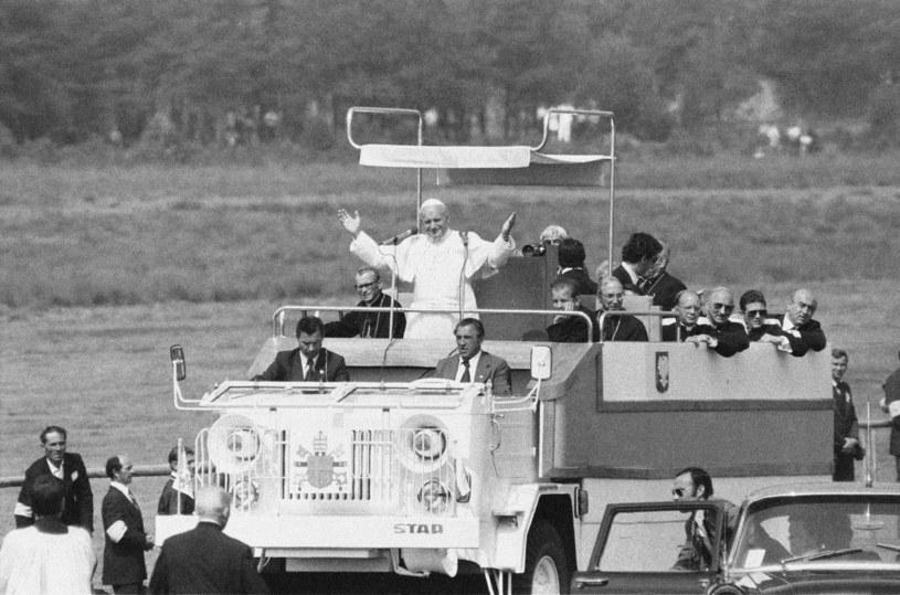 Zdjęcie archiwalne z pielgrzymki Jana Pawła II do Polski w 1979 roku /Jan ZDZARSKI /East News