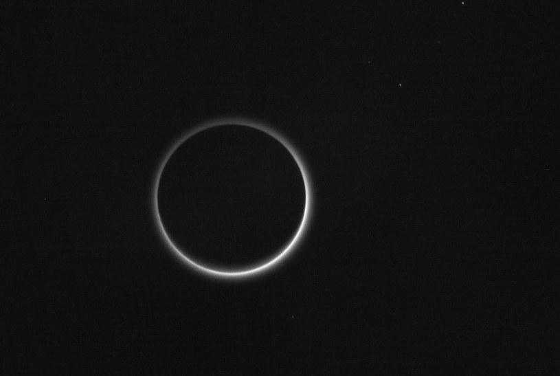 Zdjęcie atmosfery Plutona, wykonane już po przelocie /NASA