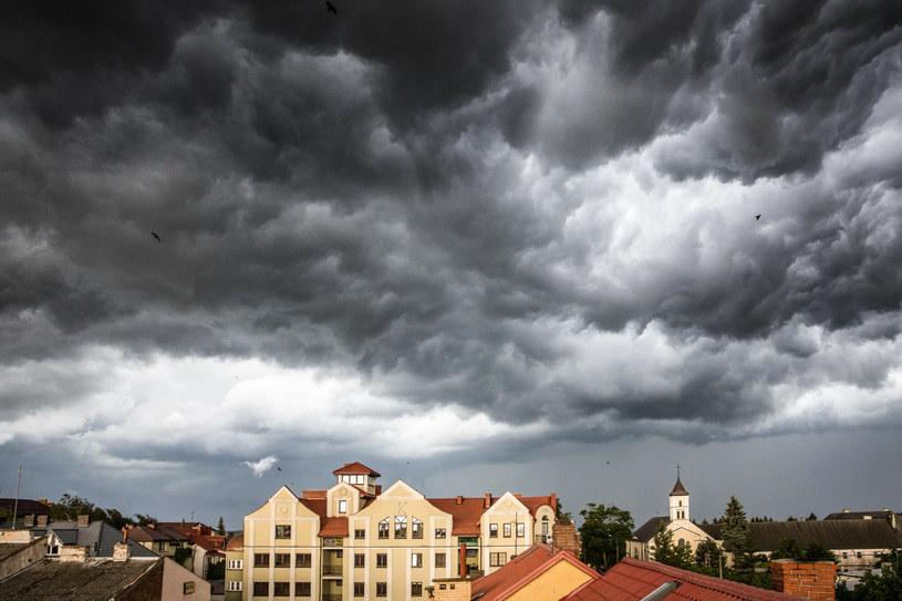 Zdjęcie ilustracyjne - burza nad Łomżą /Marek Maliszewski  /Reporter