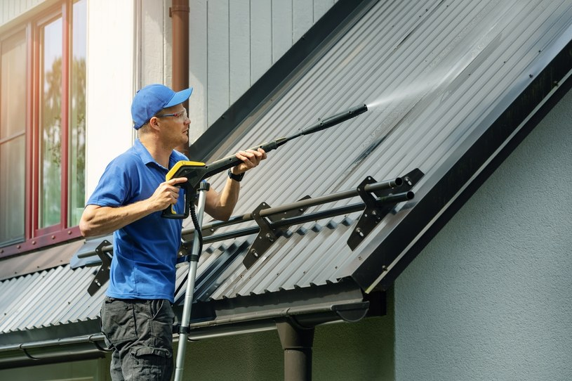 Zdjęcie ilustracyjne. Jak myjemy dach? /123RF/PICSEL