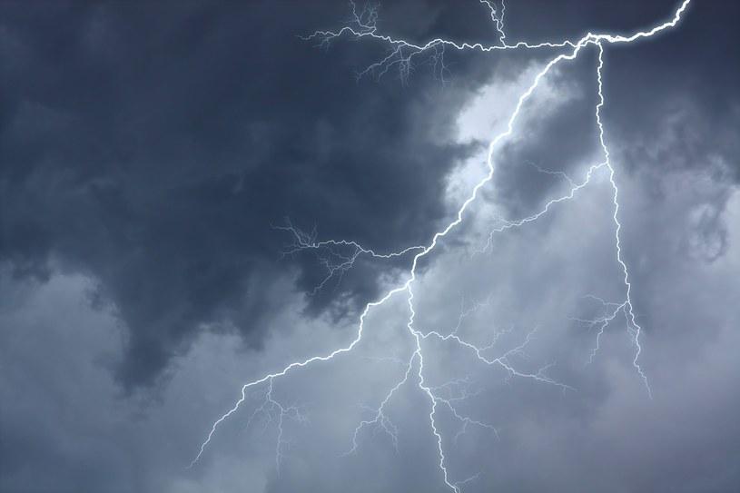 Zdjęcie ilustracyjne - pioruny raziły w Opolu i Kaliszu /123RF/PICSEL