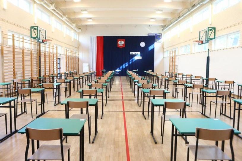 Zdjęcie ilustracyjne: w czterech szkołach z Radomia i okolic matury zakłócił alarm bombowy /Tomasz Jastrzębowski /Reporter