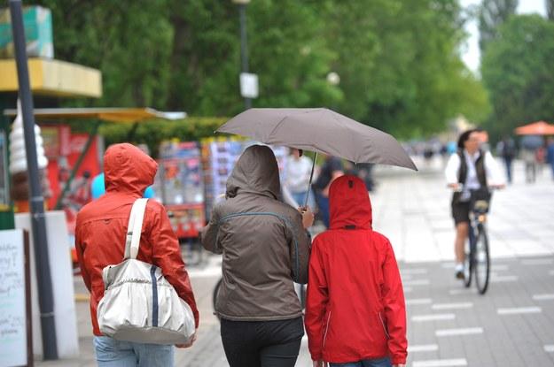 Będzie cieplej, ale może padać