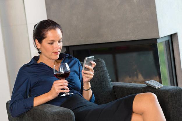 Savoir-vivre: Czy wypada wysyłać życzenia SMS-em?