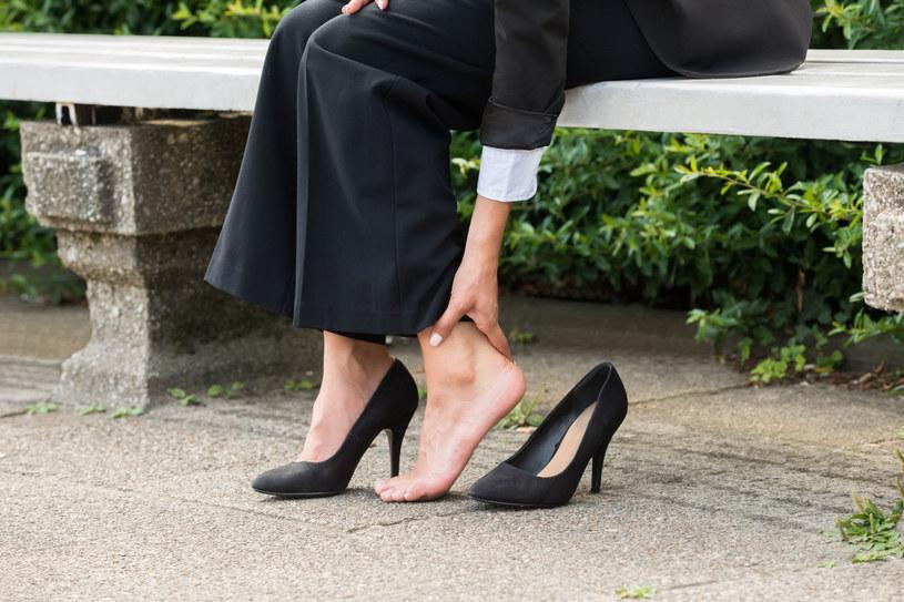 Bolesne Pięty Przyczyny I Leczenie Kobieta W Interiapl