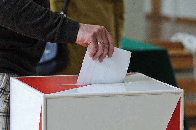 """Wyborcy skorzystają z """"płachty""""? Możliwa zmiana w wyborach samorządowych"""