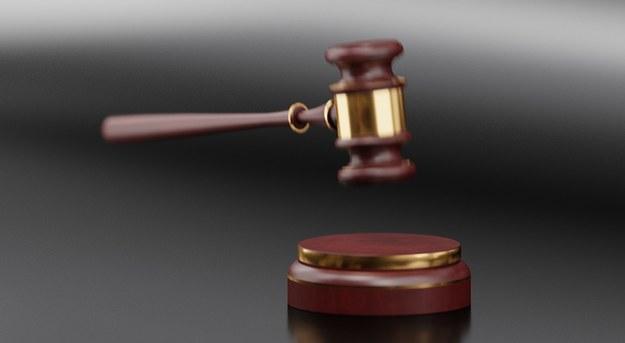 Onet: Mąż hejterki Emilii miał egzaminować przyszłych sędziów i prokuratorów