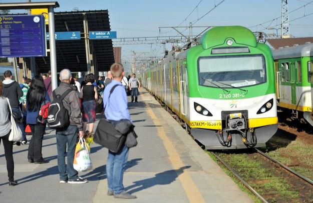 Tragiczny wypadek w Wawrze. 17-latka weszła wprost pod pociąg SKM-ki