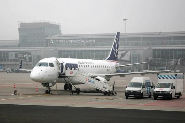 Samolot z 63 pasażerami na pokładzie zawrócił na lotnisko w Warszawie