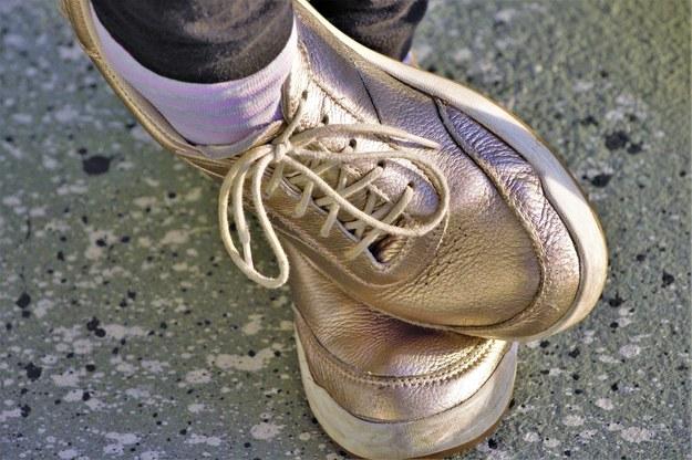 Zostaw buty na wycieraczce! Nie wnoś koronawirusa do domu