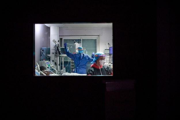 Koronawirus we Francji. Już ponad 13 tys. ofiar epidemii