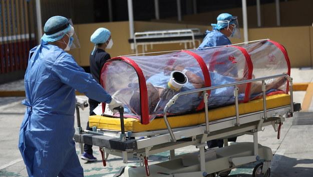 Lekarze ostrzegają: Covid-19 może prowadzić do udarów u osób w średnim wieku