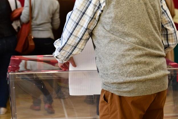 PKW: Osoby dopisane przed I turą do spisu wyborców będą w nim ujęte w II turze