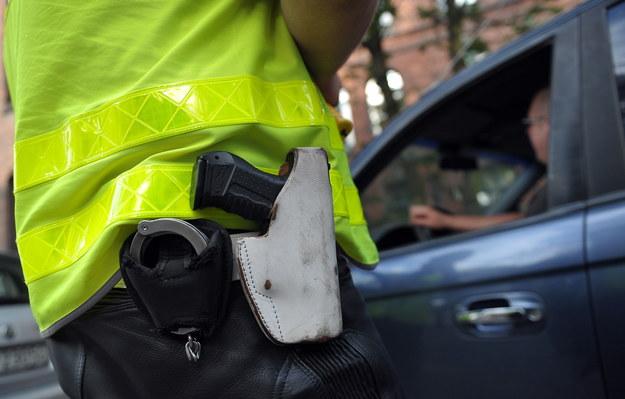 Policjant na służbie pod wpływem alkoholu. Podczas pościgu w Wadowicach użył broni