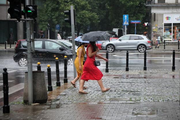 IMGW ostrzega: Burze niemal w całym kraju. Możliwe opady gradu