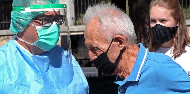 900 nowych przypadków koronawirusa. Najgorsza sytuacja w trzech województwach [NOWE DANE]