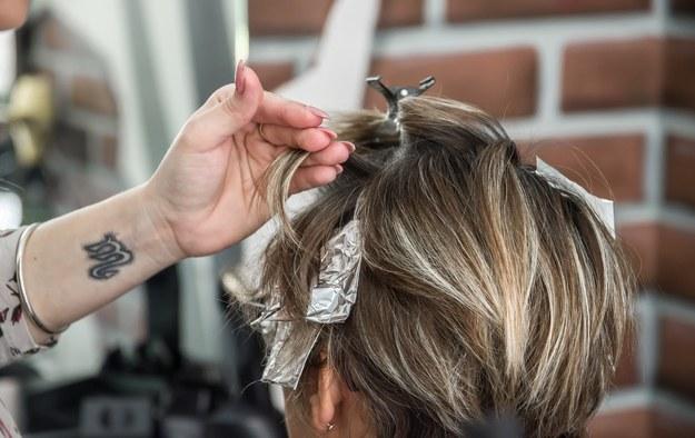 Farbowanie włosów nie zwiększa ryzyka większości nowotworów
