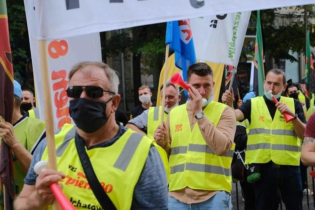 Od blokowania ulic po strajk: Związkowcy ogłaszają w Śląskiem pogotowie strajkowe
