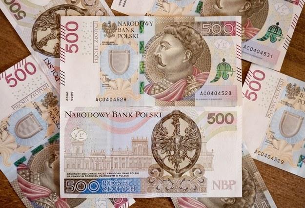 NBP drukuje pieniądze na potęgę. Rzeka banknotów zalewa Polskę