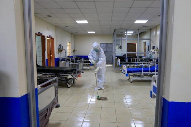 Znowu rośnie liczba zakażeń koronawirusem w Polsce. Zmarło 620 pacjentów [NOWE DANE]