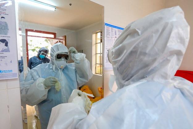 Koronawirus w Polsce. Od początku pandemii zakaziło się prawie 16 tys. lekarzy