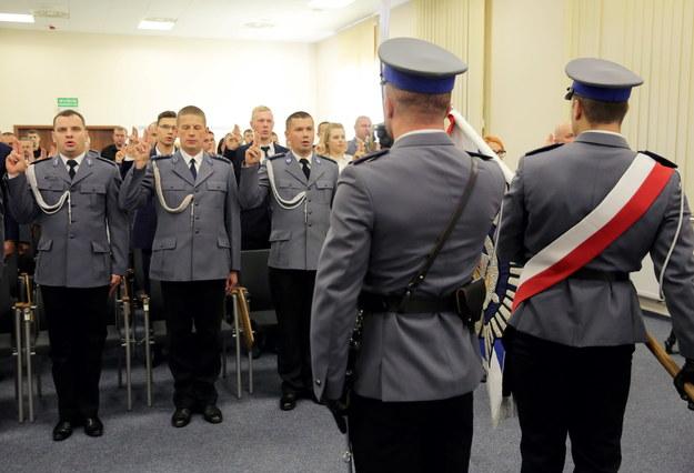 Przysięga oficerów policji bez odwołania do konstytucji. Funkcjonariusze zdziwieni
