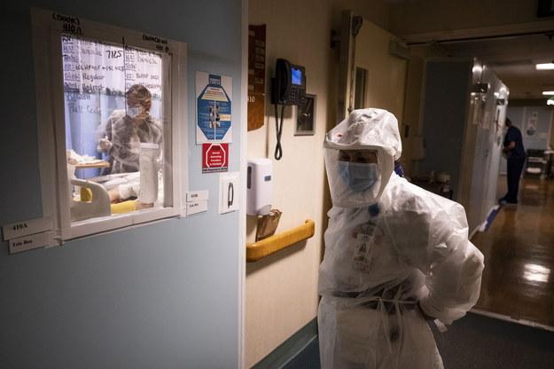 6 640 nowych zakażeń koronawirusem. Ostatniej doby zmarło 346 osób [NOWE DANE]