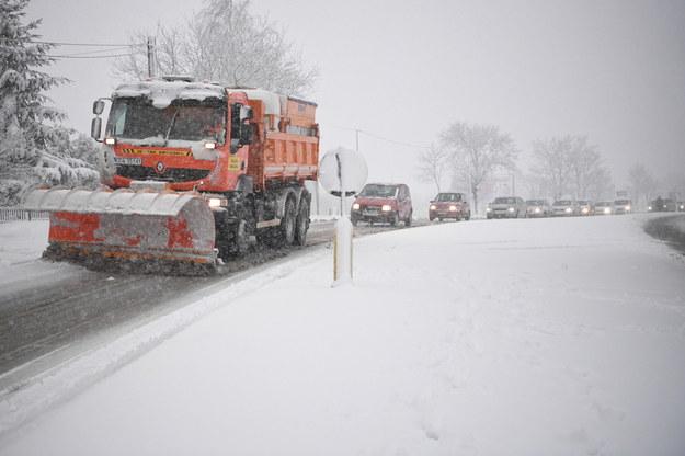 Intensywne opady śniegu i oblodzenia. Synoptycy ostrzegają