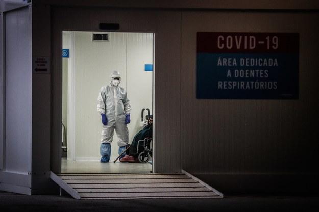 Ponad 7 tys. nowych zakażeń koronawirusem. Zmarło 389 osób [NOWE DANE]