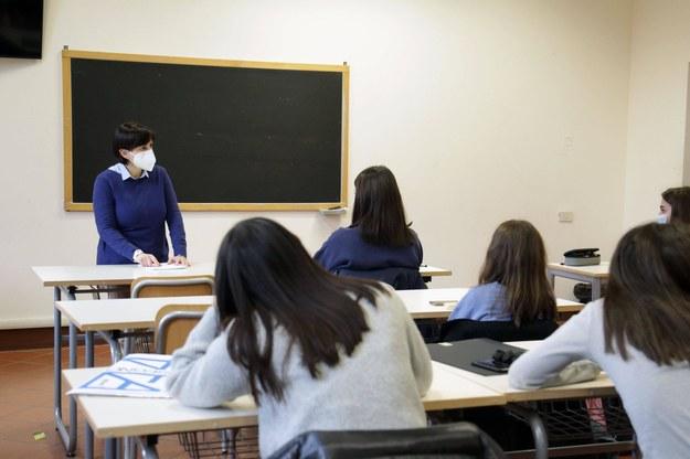 Od piątku ruszają szczepienia nauczycieli. W poniedziałek dodatkowe zapisy