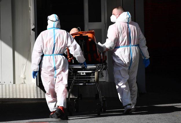 5 334 zakażonych koronawirusem, w ciągu doby przybyło ponad 5,5 tys. ozdrowieńców