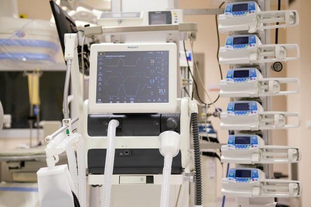 Komornik zajął 418 respiratorów. Chodzi o roszczenia wobec resortu zdrowia